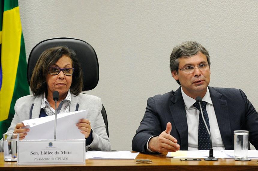 O relator, senador Lindbergh Farias, quer reunir todos que colaboraram com os trabalhos da comissão
