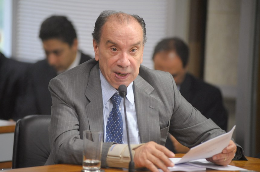 Aloysio Nunes leu o relatório de Ivo Cassol
