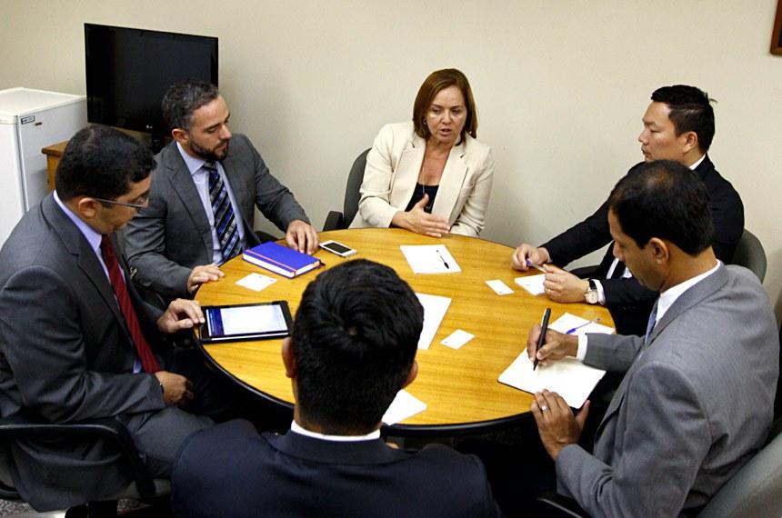 Os servidores do Ministério do Turismo foram recebidos pela diretora da Secretaria de Tranparência, Elga Lopes