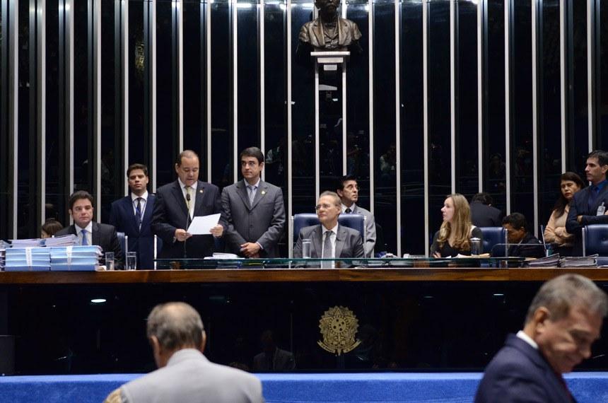 O ofício de comunicação da admissibilidade do impeachment da presidente Dilma Rousseff foi lido em Plenário na sessão deliberativa de terça-feira (19)