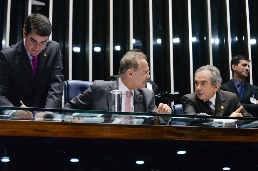 O senador Raimundo Lira (dir.) foi indicado pelo PMDB para presidir a comissão