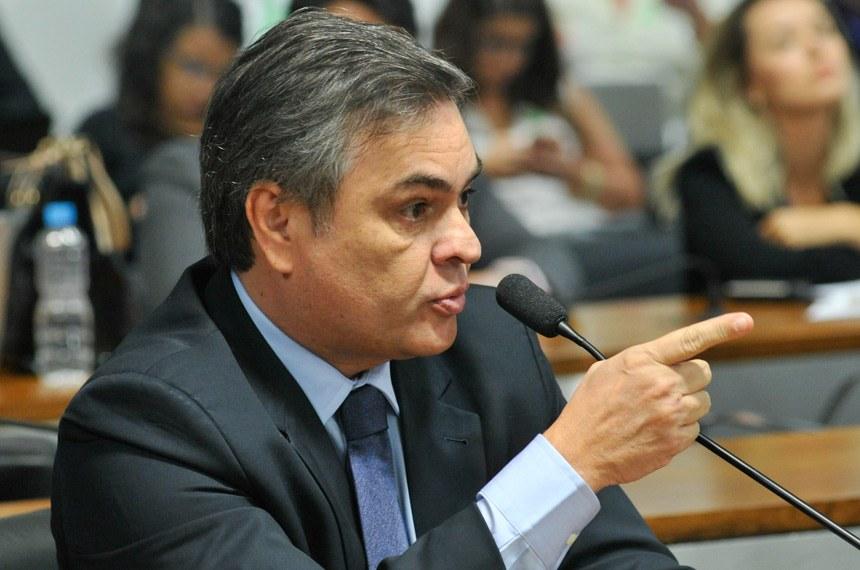 Cássio Cunha Lima é autor de um dos projetos contrários à limitação da internet