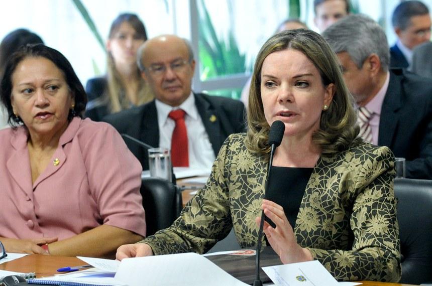 A senadora Gleisi Hoffmann afirmou que as acusações de queima de documentos não contêm qualquer base de verdade
