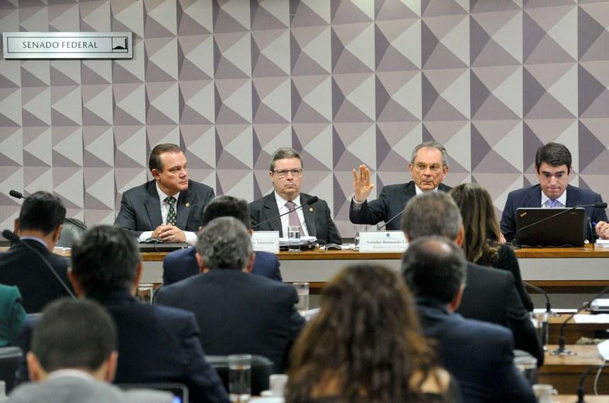 O presidente da Comissão Especial de Impeachment, senador Raimundo Lira, afirmou que a presença de assessores legislativos de órgãos do governo é permitida há muitos anos no Congresso em todas as comissões