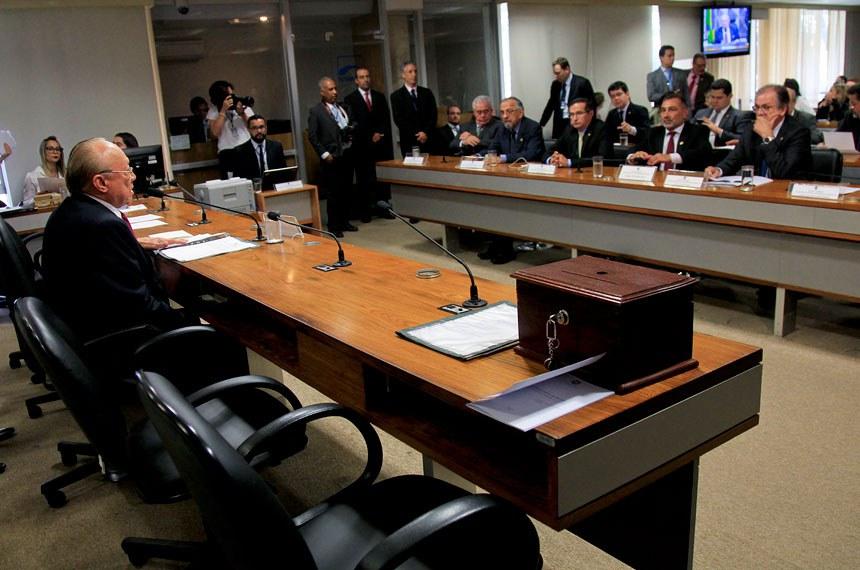 O Conselho de Ética e Decoro Parlamentar acolheu a representação contra Delcídio e marcou quatro diferentes oportunidades para que o senador se defendesse