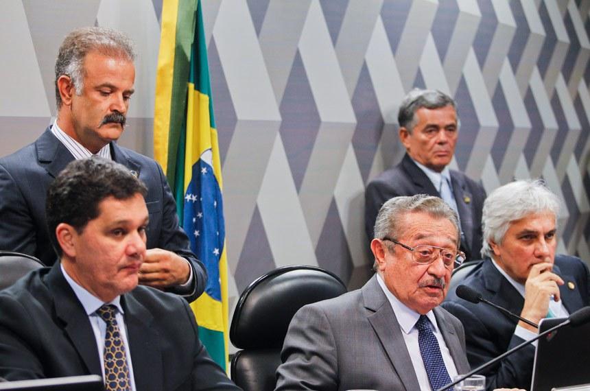 Ricardo Ferraço, José Maranhão e Delcídio do Amaral na sessão da última segunda-feira (9), na CCJ