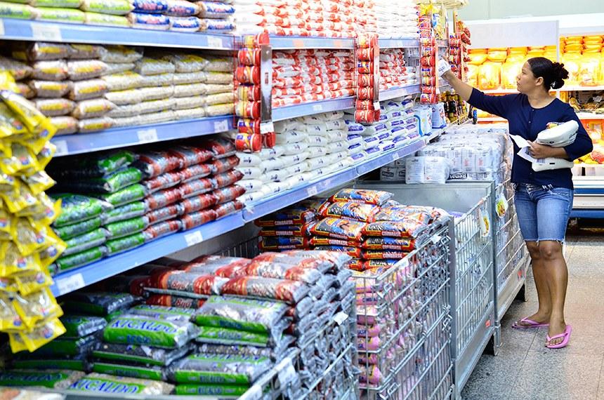 Para a maioria dos alimentos embalados, a rotulagem é o principal meio de informação sobre alergênicos