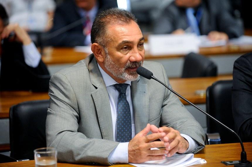 O senador Telmário Mota é autor do projeto de lei que regulamenta a profissão de educador social