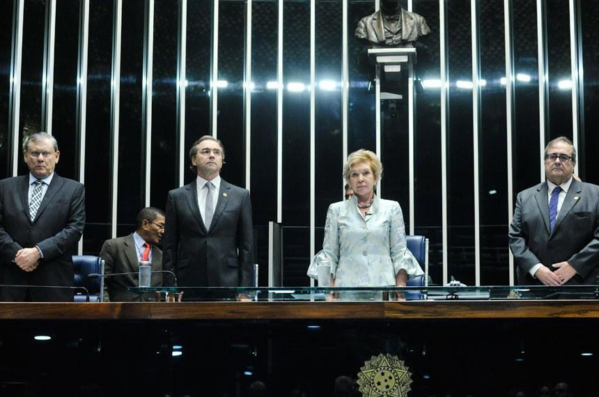 A sessão foi presidida pela senadora Marta Suplicy (PMDB-SP)
