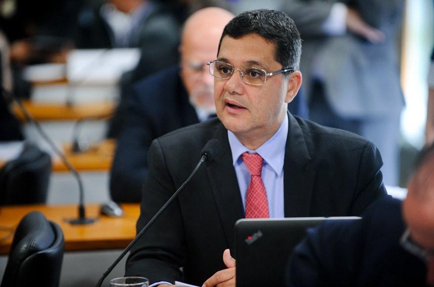 Ricardo Ferraço apresentou substitutivo à PEC de Aloysio Nunes