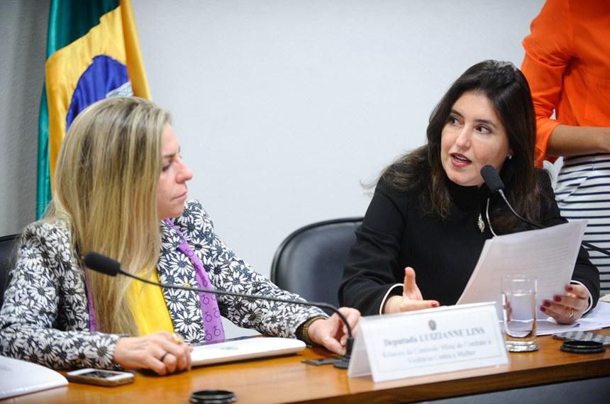 Senadora Simone Tebet (D), presidente da comissão, e a relatora, deputada Luizianne Lins