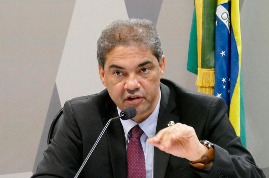 O relator, senador Hélio José, incorporou permissão para o celetista compensar as horas em que se ausentar do trabalho para realizar concurso público ou participar de seleção de emprego