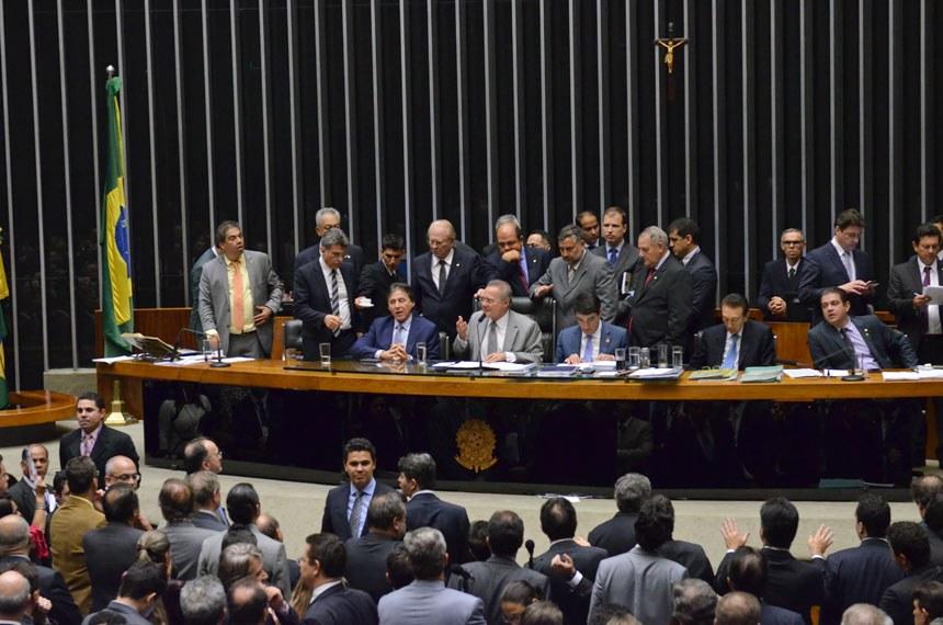 Sessão do Congresso que aprovou a revisão da meta fiscal, encerrada na madrugada do dia 25 de maio