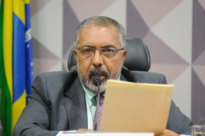 O senador Paulo Paim (PT-RS), que requereu audiência, também é autor do projeto (PLS 220/2014)