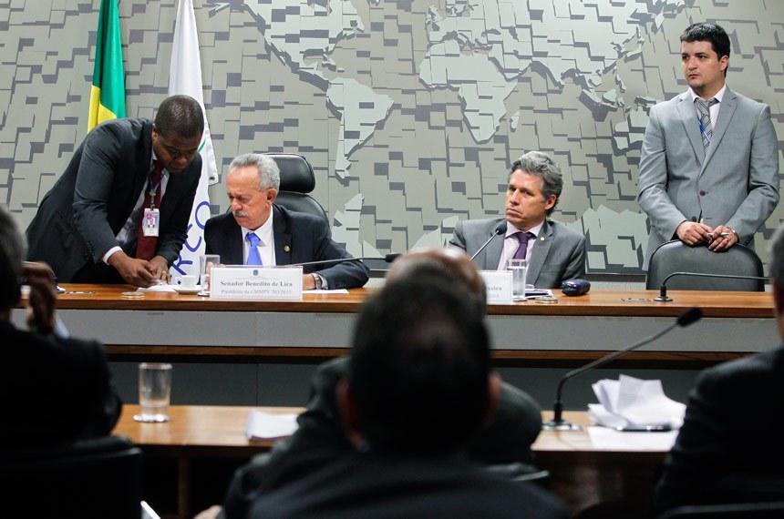 Senador Benedito de Lira (E), que presidiu a Comissão Mista, e o relator, deputado Paulo Teixeira