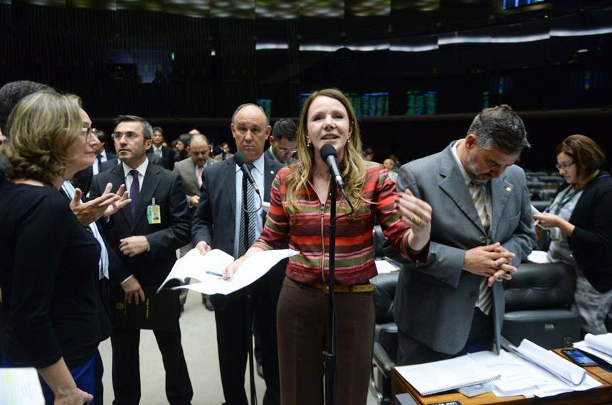 """Na sessão que derrubou o veto, a senadora Vanessa Grazziotin (PCdoB-AM) afirmou que a anistia aos militares é """"uma questão de justiça"""""""