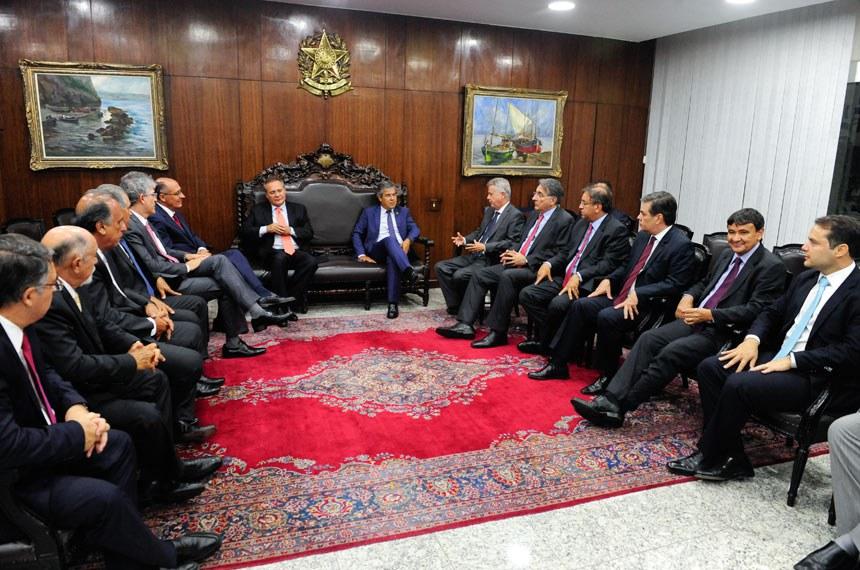 Em fevereiro Renan recebeu os governadores para tratar de questões federativas que levassem ao crescimento dos estados