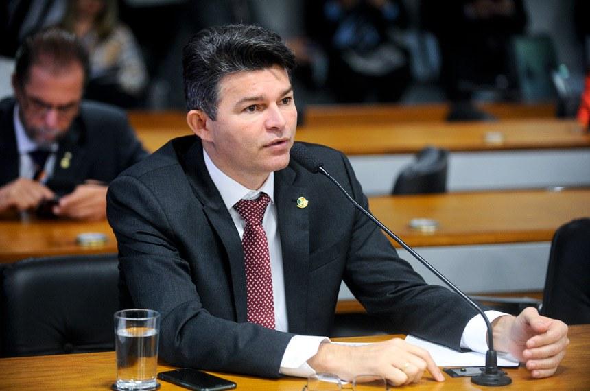 José Medeiros (PSD-MT) reconheceu a necessidade de porte de armas de fogo por membros das carreiras indicadas na proposição