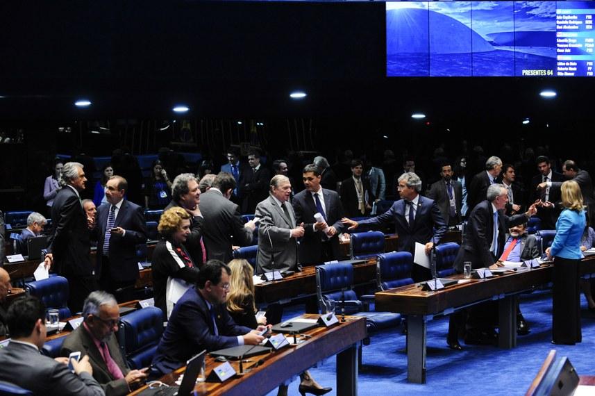 Sessão do Plenário, na quinta-feira (16), em que foi aprovada a Medida Provisória 715/2016 que deu origem à lei