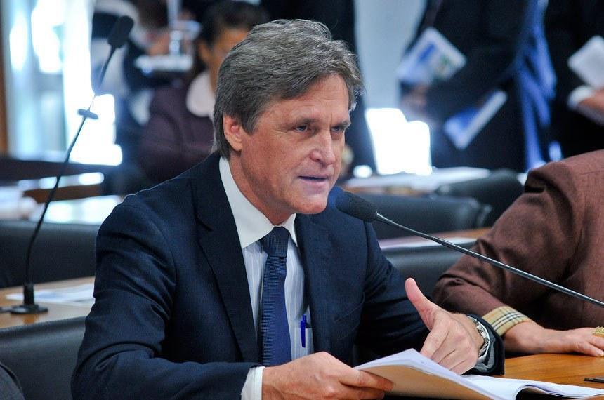 Dário Berger leu o relatório favorável à proposta