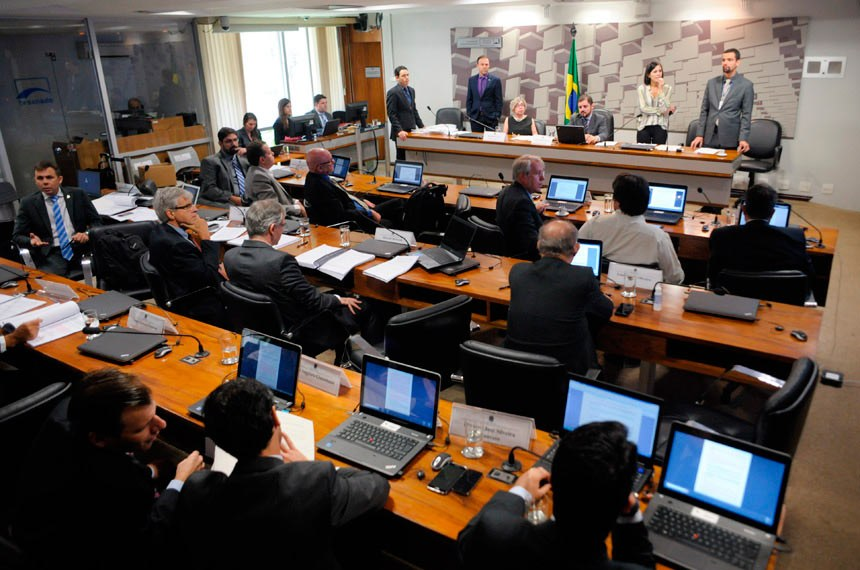 A comissão de especialistas que formulou o anteprojeto do Código Brasileiro de Aeronáutica funcionou até 15 de abril de 2016 e realizou quatro grandes audiências públicas interativas