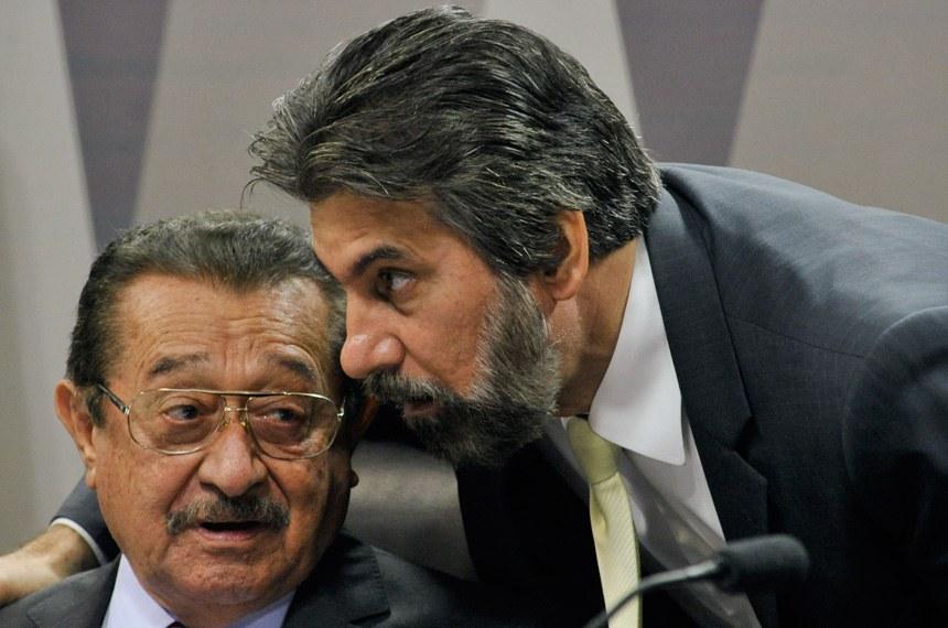José Maranhão (E), relator do PLC 27/2016, que reajusta subsídio dos ministros do STF, e Valdir Raupp, relator do PLC 28/2016, que eleva o subsídio do procurador-geral