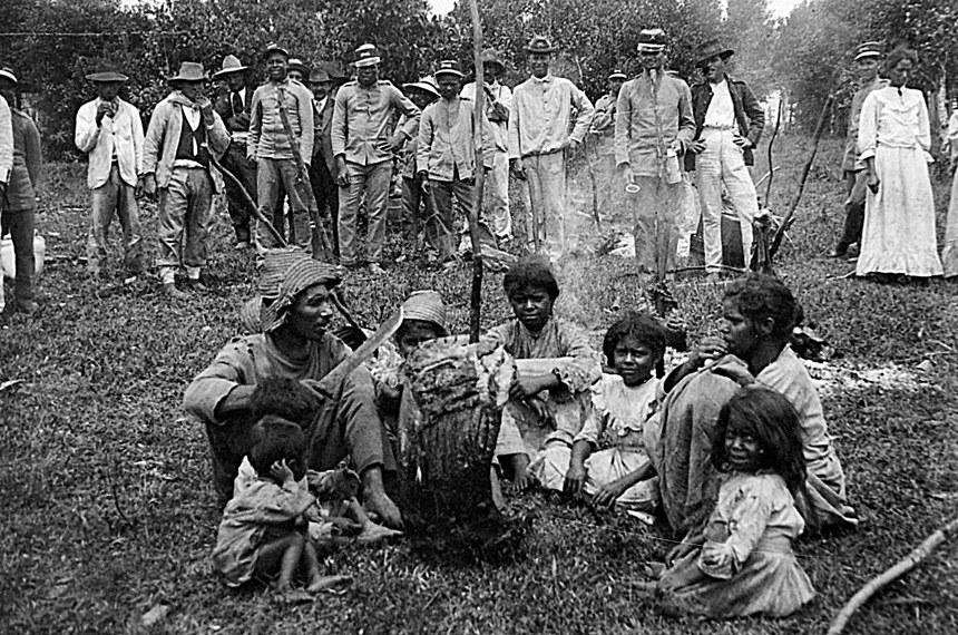 Família de sertanejos se rende às forças oficiais em Canoinhas (SC), em 1915