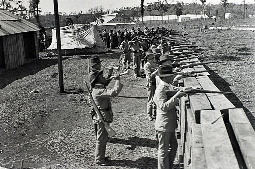 Barricada de madeira protege serraria dos ataques rebeldes em Três Barras (SC)