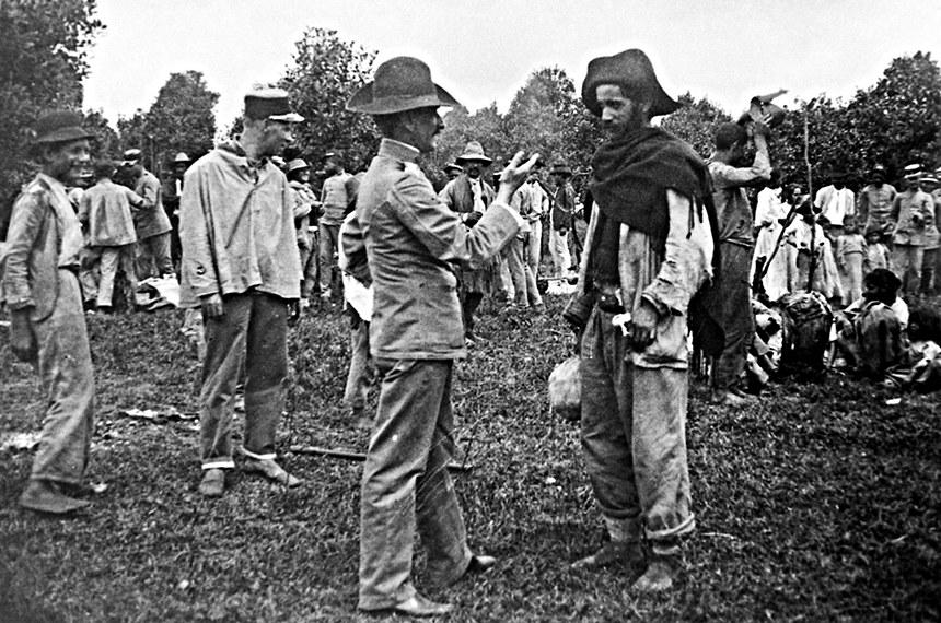 Em janeiro de 1915, um dos chefes rebeldes, Bonifácio Papudo, se rende às forças policiais