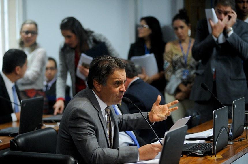 O relator, senador Aécio Neves (PSDB-MG), recomendou a aprovação da proposta