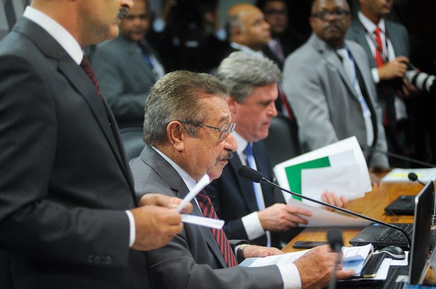 O senador José Maranhão (PMDB-PB), explicou no relatório que a desvinculação não afetará educação e saúde