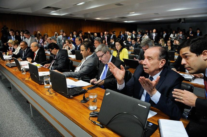 O senador Aloysio Nunes (à direita) pediu o adiamento da votação do projeto