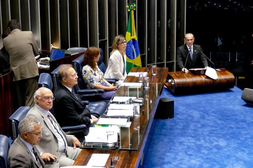 O Plenário realizou sessão temática em 25/02 para debater as dimensões da epidemia de Zika no país