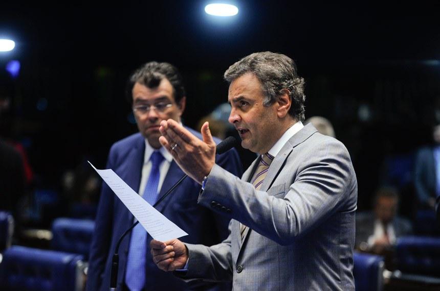Senador Aécio Neves, relator do projeto