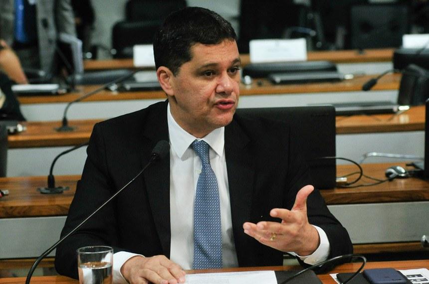 O senador tucano Ricardo Ferraço é o autor do projeto que autoriza o TCU a fiscalizar a aplicação dos recursos da contribuição sindical