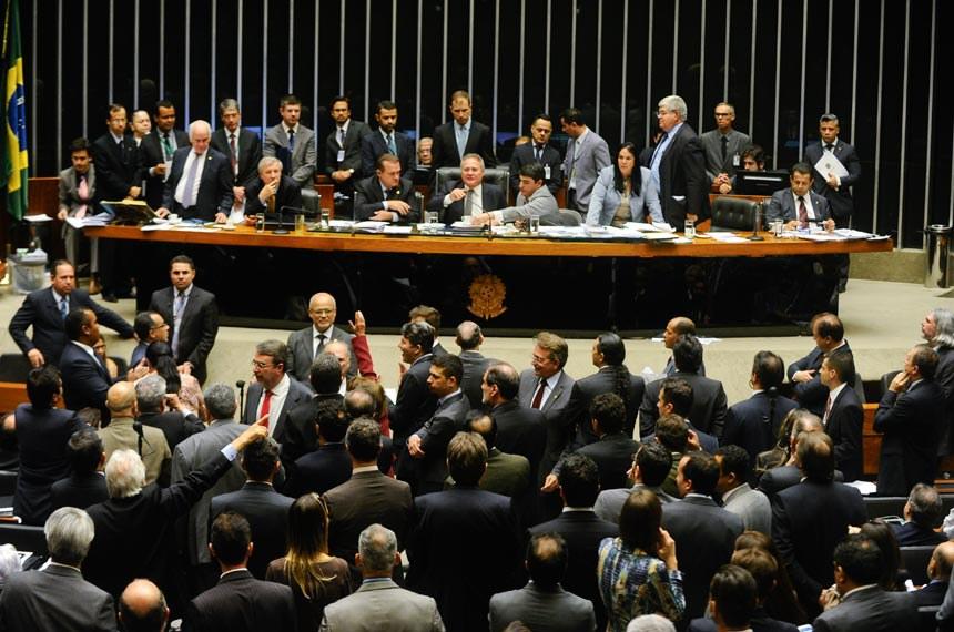 http://www12.senado.leg.br/noticias/materias/2016/08/24/congresso-aprova-ldo-para-2017-com-deficit-de-r-139-bi-e-crescimento-do-pib-de-1-2/20160824_02372mm.jpg/@@images/image/imagem_materia
