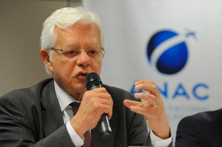 29.05.2013 Brasília - O ministro da Secretaria de Aviação Civil, Moreira Franco, informou que o leilão de concessão dos aeroportos de Confins (MG) e do Galeão (RJ) deverá ocorrer no dia 30 de outubro