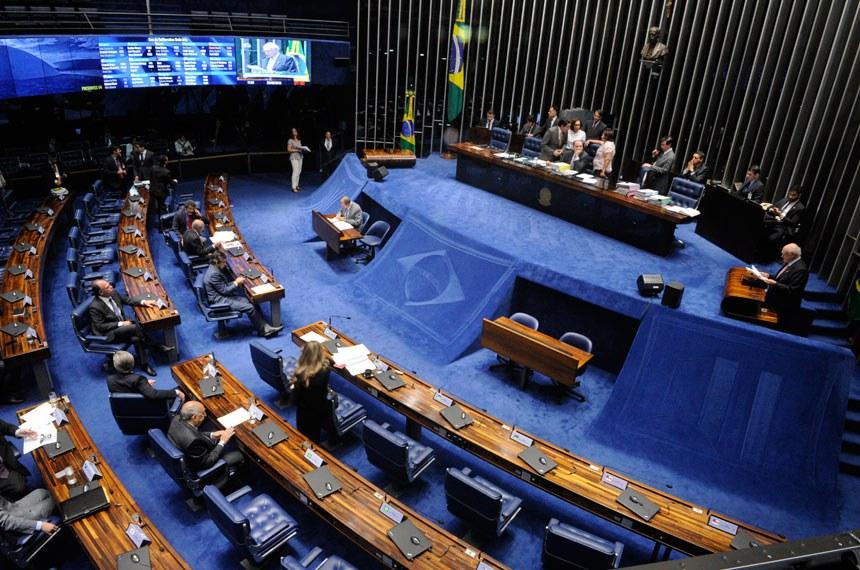 Plenário do Senado durante sessão deliberativa ordinária.  Mesa: senador Aloysio Nunes Ferreira (PSDB-SP);  senadora Fátima Bezerra (PT-RN).  À tribuna: senador Lasier Martins (PDT-RS);  Foto: Edilson Rodrigues/Agência Senado