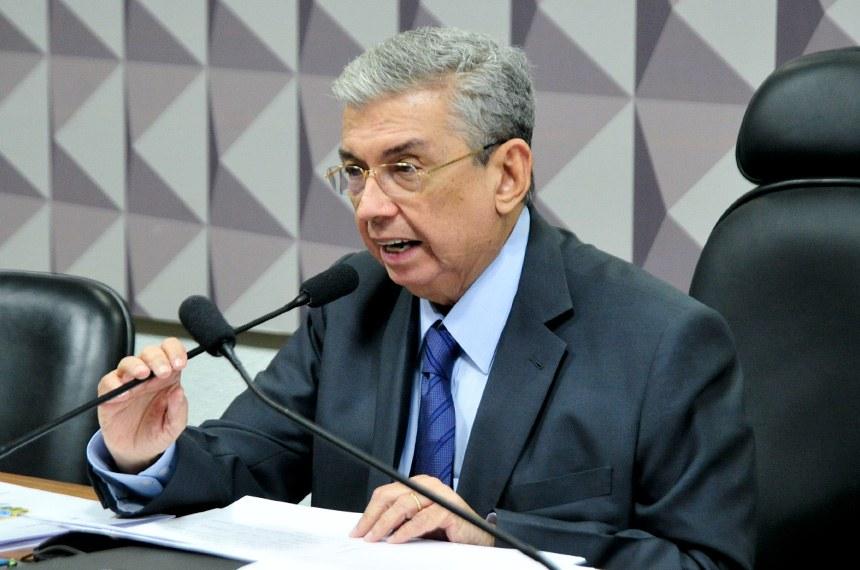 Senador Garibaldi Alves Filho é o presidente da comissão mista