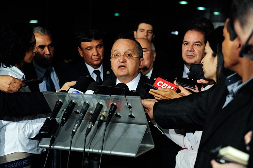 Governador de Mato Grosso, Pedro Taques concede entrevista.  Foto: Jonas Pereira/Agência Senado