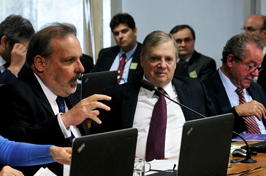 Comissão de Assuntos Econômicos (CAE) realiza audiência pública interativa com a participação do presidente do Banco Central (BC), Ilan Goldfanj, para discutir as perspectivas futuras da política monetária.   Em pronunciamento, senador Armando Monteiro (PTB-PE).   Foto: Geraldo Magela/Agência Senado