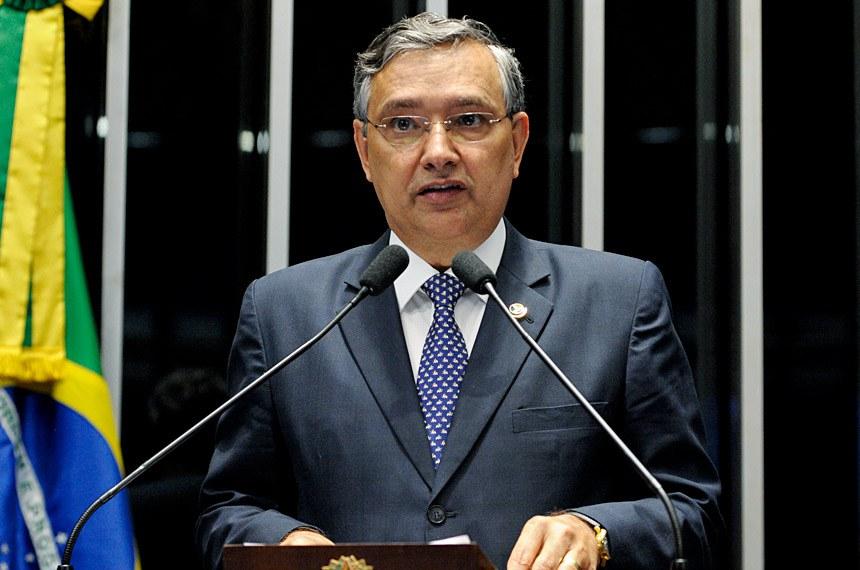 """""""A Constituição de 1988 garantiu uma vastidão de direitos progressistas"""", observou o senador Eduardo Amorim (PSC-SE)"""