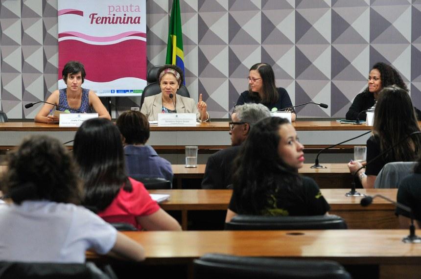 """Comissão de Direitos Humanos e Legislação Participativa (CDH) realiza debate sobre: """"O empoderamento de meninas"""". Em parceria com o projeto Pauta Feminina da Procuradoria da Mulher.   Mesa (E/D):  gerente de Programas da ONU Mulheres no Brasil, Joana Chagas;  presidente eventual, senadora Regina Sousa (PT-PI);  diretora da Plan Internacional, Anette Trompeter;  coordenadora de Pesquisa do Instituto Promundo, Danielle Araújo   Foto: Geraldo Magela/Agência Senado"""