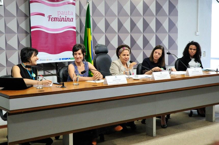 """Comissão de Direitos Humanos e Legislação Participativa (CDH) realiza debate sobre: """"O empoderamento de meninas"""". Em parceria com o projeto Pauta Feminina da Procuradoria da Mulher.   Mesa (E/D):  oficial do Programa Cidadania dos Adolescentes da Unicef, Gabriela Mora;  gerente de Programas da ONU Mulheres no Brasil, Joana Chagas;  presidente eventual, senadora Regina Sousa (PT-PI);  diretora da Plan Internacional, Anette Trompeter;  coordenadora de Pesquisa do Instituto Promundo, Danielle Araújo   Foto: Geraldo Magela/Agência Senado"""