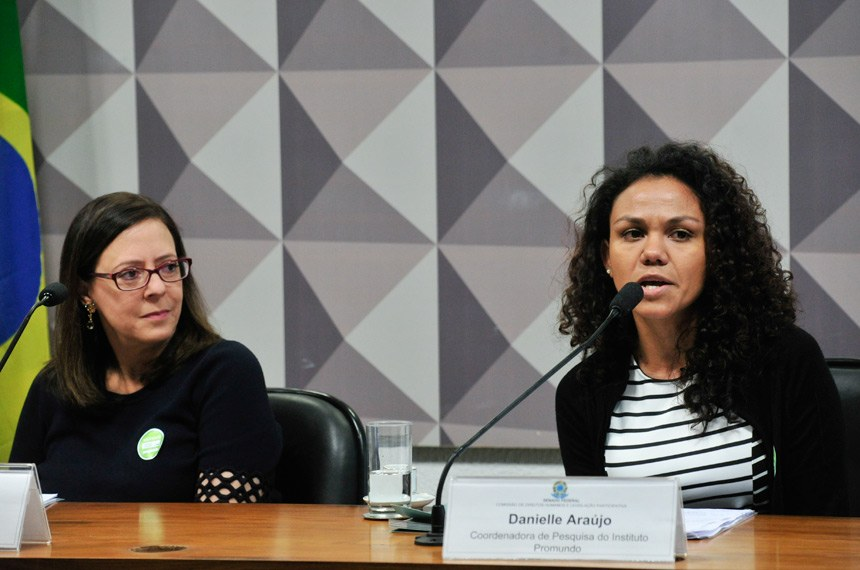 """Comissão de Direitos Humanos e Legislação Participativa (CDH) realiza debate sobre: """"O empoderamento de meninas"""". Em parceria com o projeto Pauta Feminina da Procuradoria da Mulher.   Mesa (E/D):  diretora da Plan Internacional, Anette Trompeter;  coordenadora de Pesquisa do Instituto Promundo, Danielle Araújo   Foto: Geraldo Magela/Agência Senado"""
