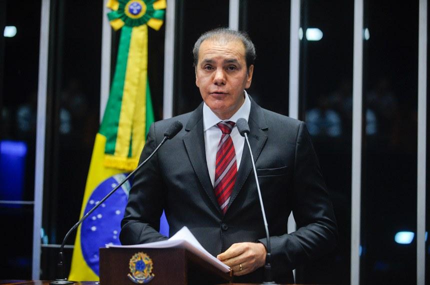 Plenário do Senado durante sessão deliberativa ordinária.  Em discurso, senador Ataídes Oliveira (PSDB-TO).  Foto: Marcos Oliveira/Agência Senado