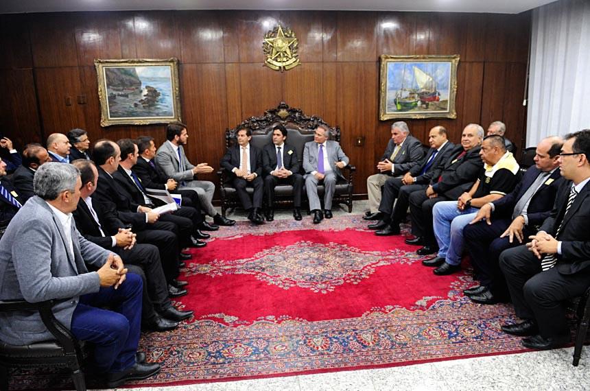 Representantes das entidades organizadoras de vaquejadas estiveram com o presidente do Senado, Renan Calheiros, na segunda-feira (24)
