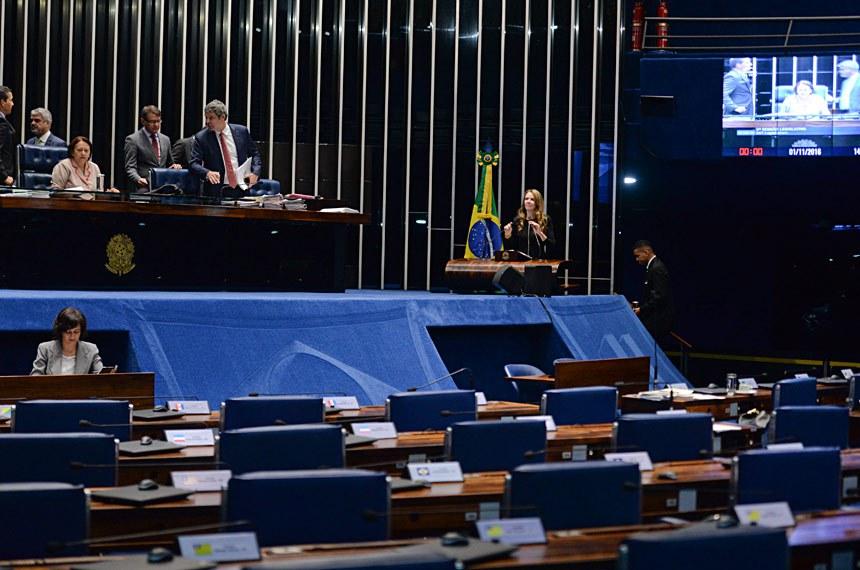 Plenário do Senado Federal durante sessão deliberativa ordinária.   Em discurso na tribuna, senadora Vanessa Grazziotin (PCdoB-AM).   Mesa:  senadora Fátima Bezerra (PT-RN);  senador Lindbergh Farias (PT-RJ)   Foto: Jefferson Rudy/Agência Senado