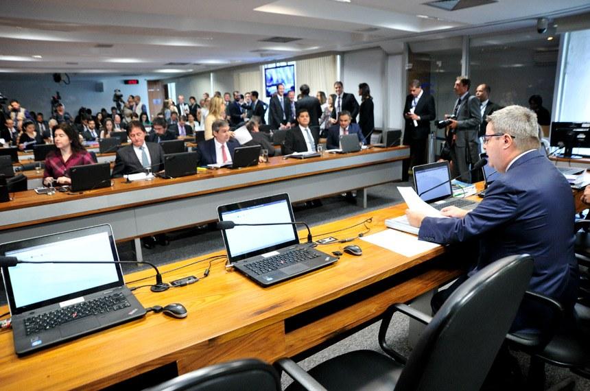 Plenário da Comissão de Constituição, Justiça e Cidadania na reunião do último dia 1º