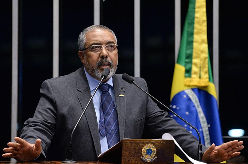 Plenário do Senado durante sessão deliberativa ordinária.  Em discurso,  enador Paulo Paim (PT-RS).  Foto: Jefferson Rudy/Agência Senado